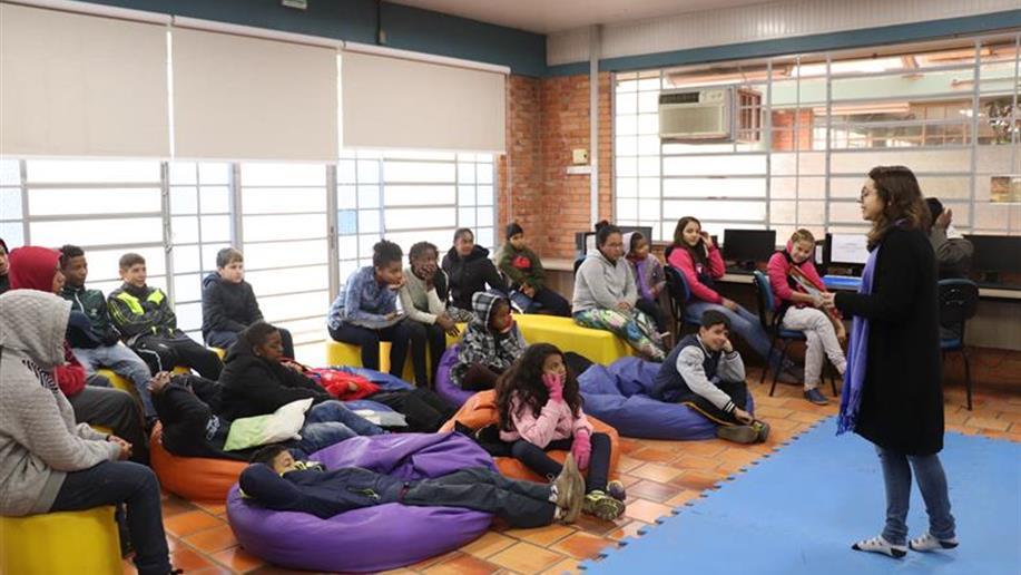 Atividade busca proporcionar um momento de contação de histórias para as crianças e os adolescentes do Socioeducativo