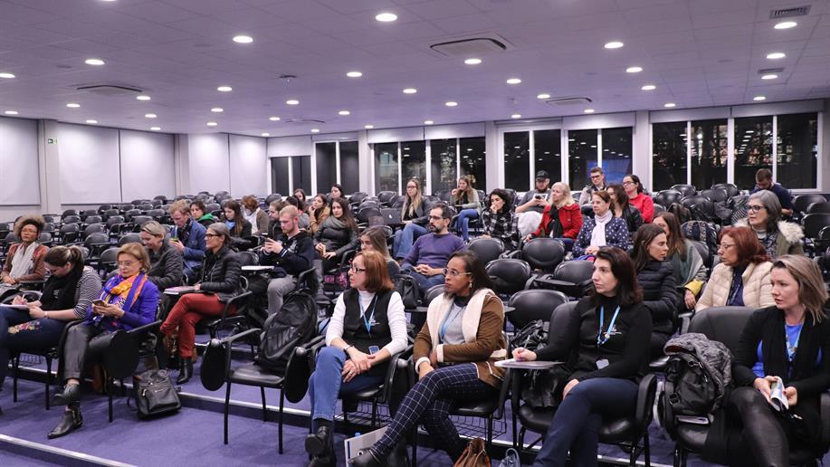 Estudantes, professores e diretores da Escola de Humanidades participaram da aula
