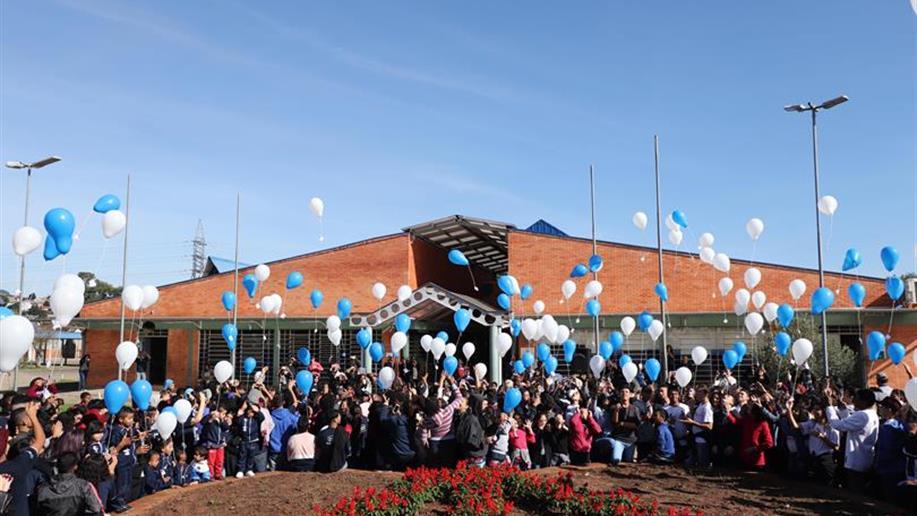 Dia de Champagnat foi encerrado com mensagens para a comunidade em balões de gás hélio