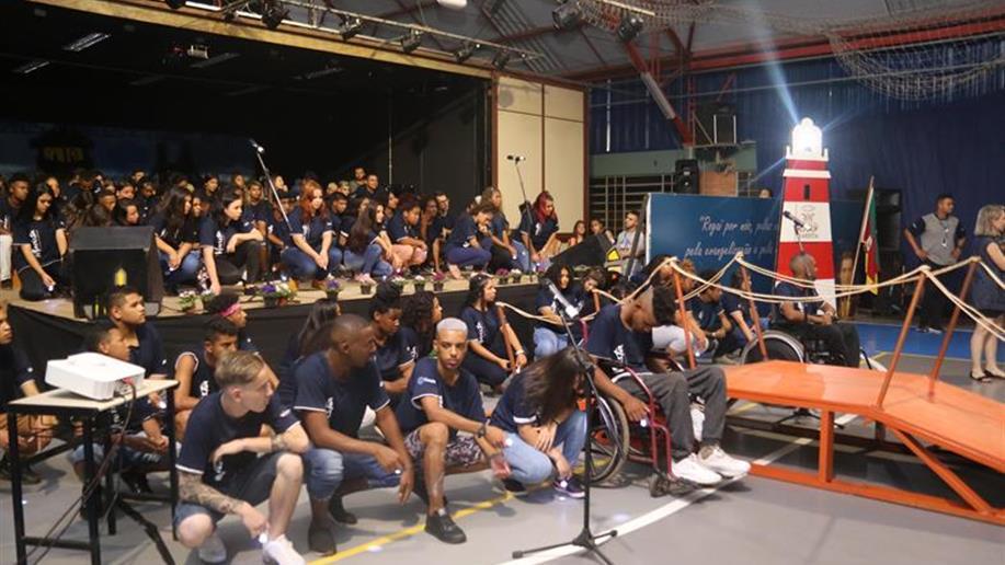 Comunidade lotou o ginásio para acompanhar a apresentação
