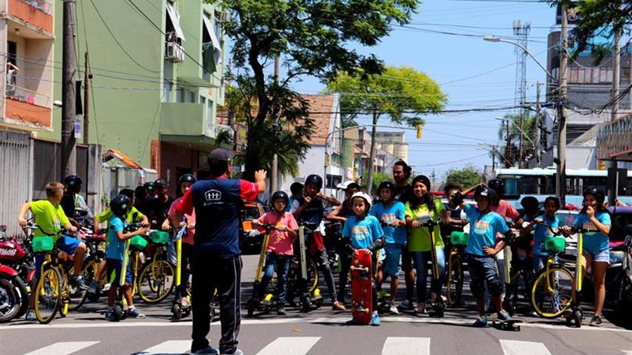 Ação foi realizada em parceria com a empresa Grin Scooters e a Associação Cultural Vila Flores