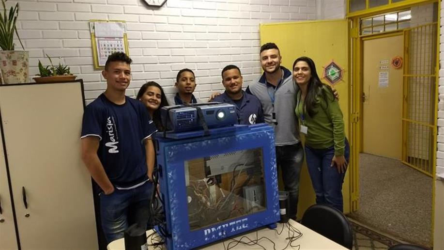 O Case Educacional é uma máquina personalizada pelos educandos do Polo Marista de Formação Tecnológica projetado como Trabalho de Conclusão de Curso e totalmente preparado para as necessidades da Escola.