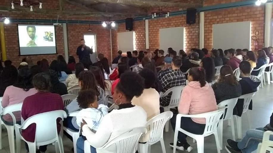 Entre educandos e responsáveis estiveram presentes 48 famílias, totalizando 101 participantes.
