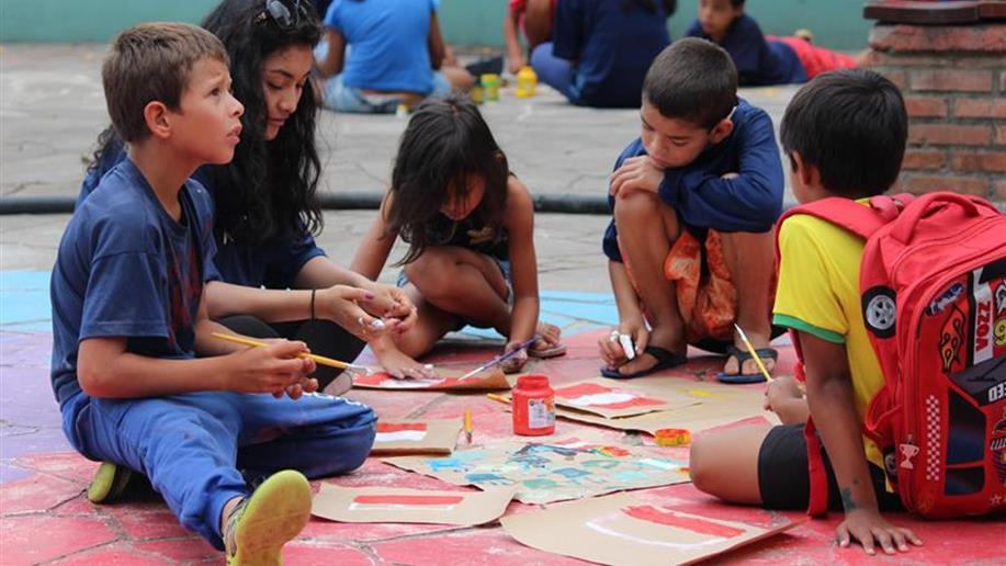 O projeto Brincando nas Férias oferece aos educandos atividades lúdicas, leituras, piscina. refeições (café da manhã e almoço) e passeios aos participantes.