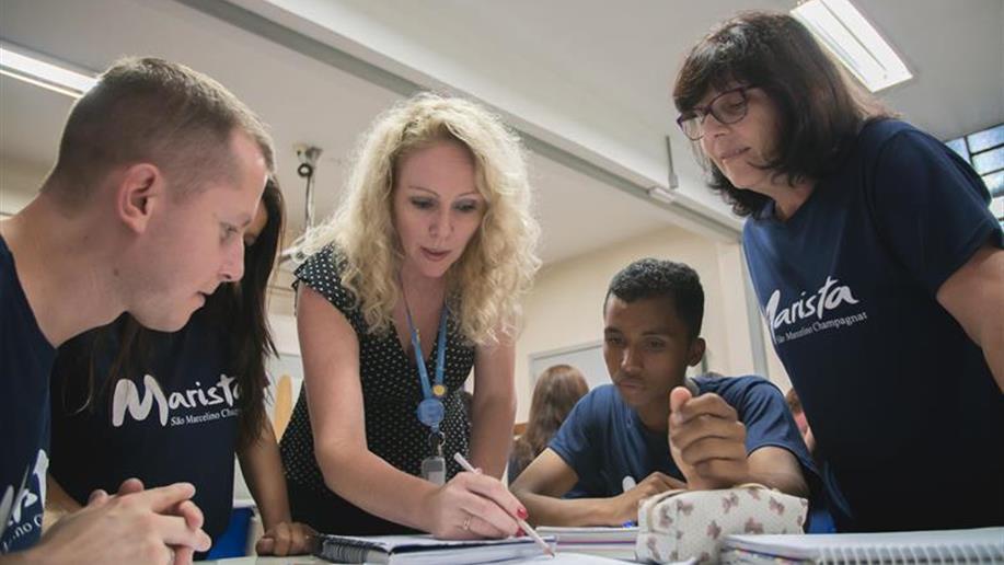 Estamos comprometidos em propor atividades que motivem os estudantes a seguirem novos desafios