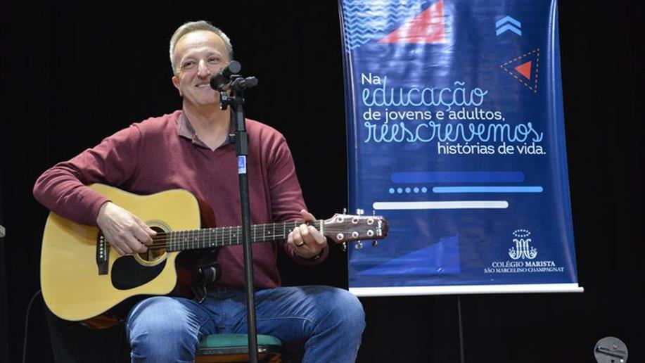 O educador, músico e teólogo Gustavo Balbinot foi o convidado da noite