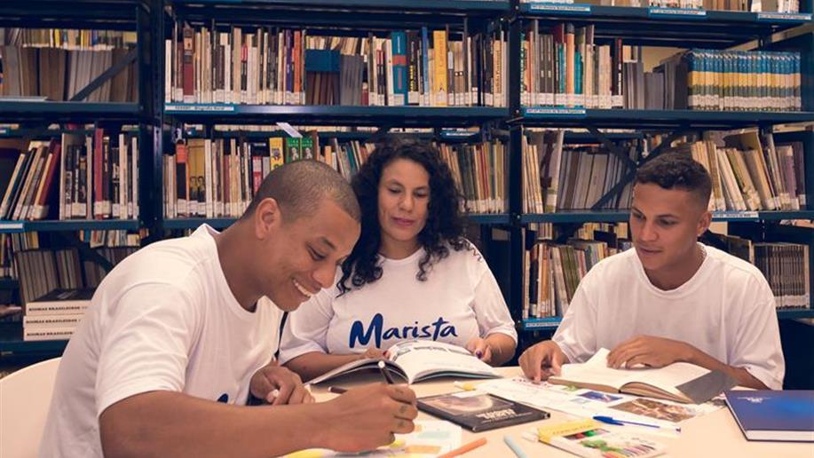 Parceria com a PUCRS proporciona projeto de melhoria na escrita acadêmica.
