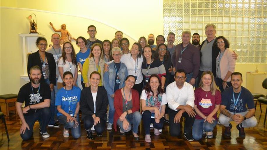 Irmãos Maristas conhecem educadores do Vettorello