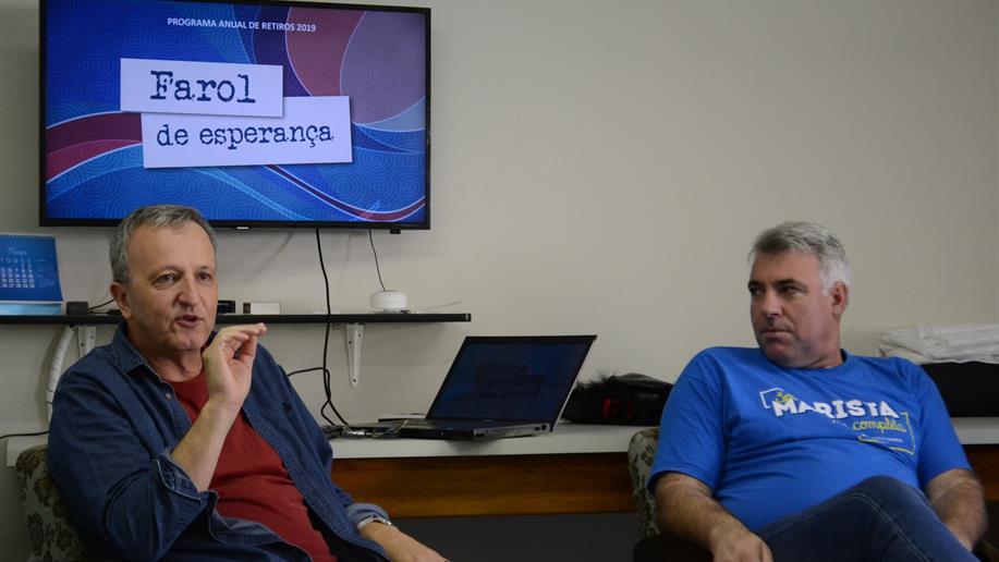Educadores participam de momentos de formação.