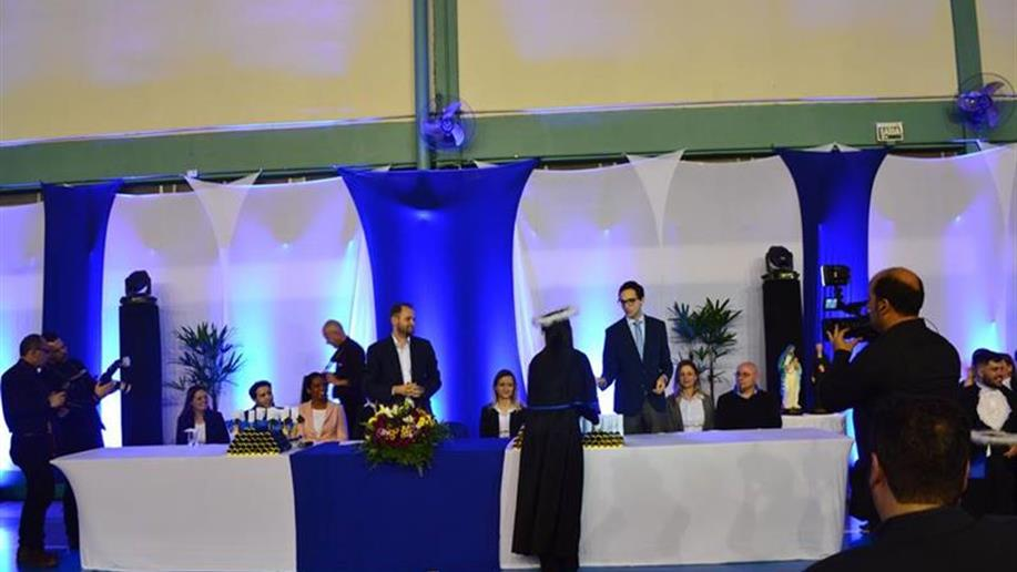 Confraternização lotou o ginásio do Colégio Marista Vettorello.