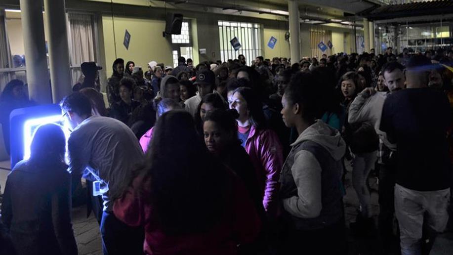 Educadores e estudantes participaram de evento.