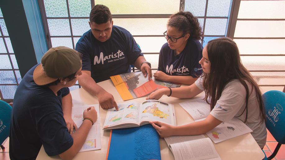 A unidade atende gratuitamente cerca de 360 estudantes em turmas do 1º ao 3º ano do Ensino Médio.