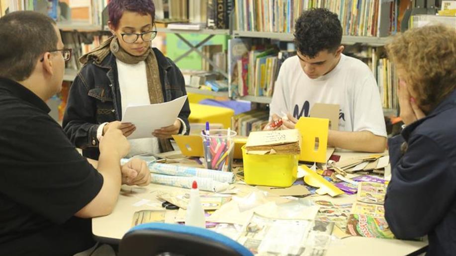 Estudantes organizam projeto para destinação de livros