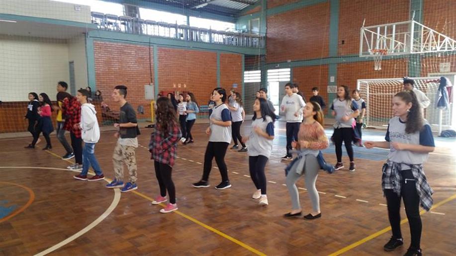 Ao invés dos esportes tradicionais, a dança foi produto de avaliação na disciplina de Educação Física