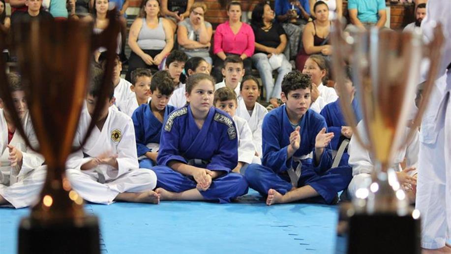 Cerca de 40 judocas receberam a nova graduação.