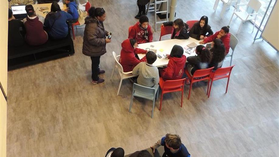 60 educandos foram até o CriaLab, na PUCRS