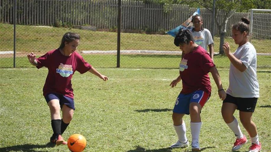 Além de exercitar o corpo e a mente por meio do esporte, os Jogos Sociais Maristas, realizados há 15 anos, têm o intuito de proporcionar um dia diferente do habitual para crianças, adolescentes e jovens de comunidades carentes.